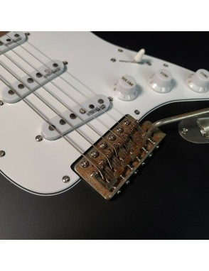 Vintage® Guitarra Eléctrica V6 Icon Distressed Color: Boulevard Black